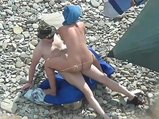 Русские нудисты трахаются на пляже в Крыму  на ПОРНО РУСЬ ТВ->